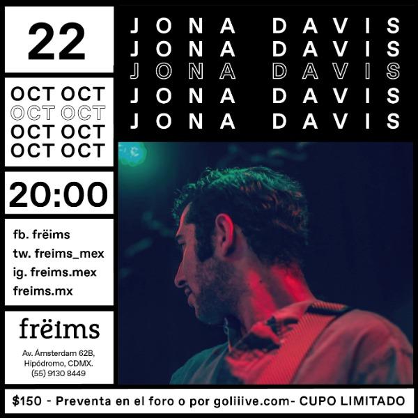 Jona Davis en Frëims